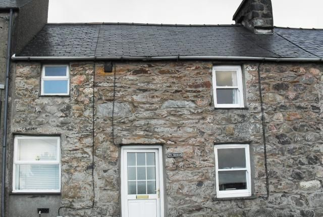 Thumbnail Terraced house for sale in Ty Uchaf, Clynnog Fawr