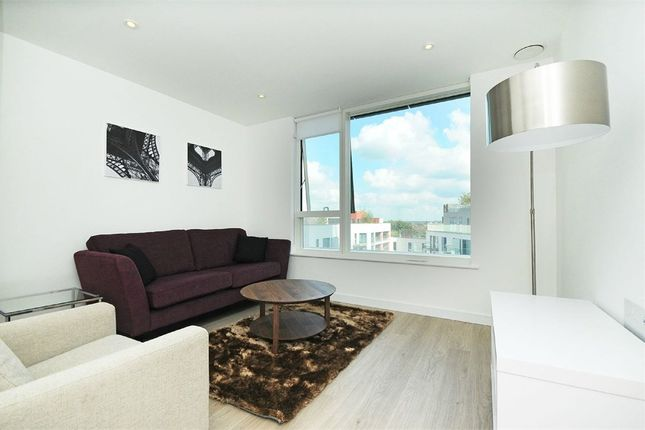 Thumbnail Flat for sale in Tennyson Apartments, 1 Saffron Central Square, Croydon