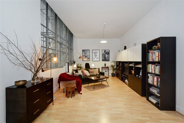 Thumbnail Property to rent in Bluelion Place, London