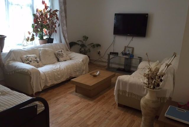 Thumbnail Flat for sale in Openshaw, Abbey Wood