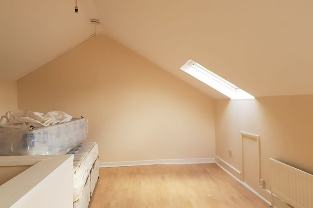 Thumbnail Flat to rent in Diamond Road, Slough