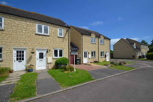 2 bed semi-detached house for sale in Avocet Way, Bicester