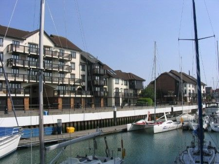 3 bedroom town house to rent in Channel Way, Ocean Village, Southampton