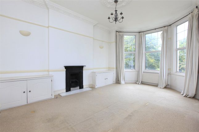 Thumbnail Flat to rent in Clapham Common South Side, Clapham, London
