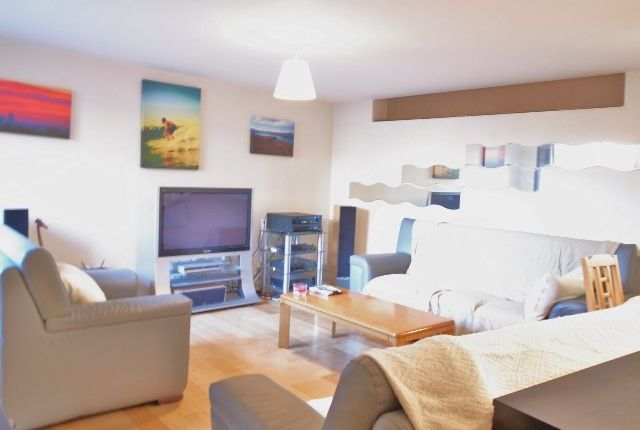 2 bed flat to rent in East Street, Elephant And Castle