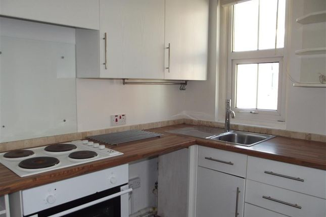 2 bed flat to rent in Union Street, St. Leonards-On-Sea