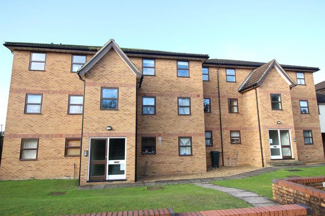 Thumbnail Flat to rent in Station Road, Kings Langley