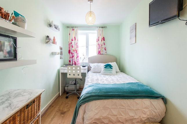 3 bedroom end terrace house for sale in Dobbins Road, Barry