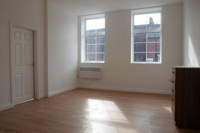 Thumbnail Flat to rent in Westcotes Drive, Leicester