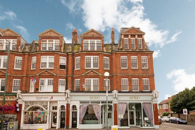 2 bed flat to rent in High Street, Teddington