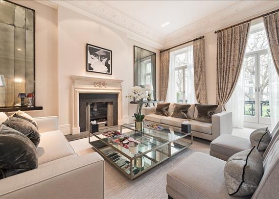 Thumbnail Flat to rent in Ennismore Gardens, London