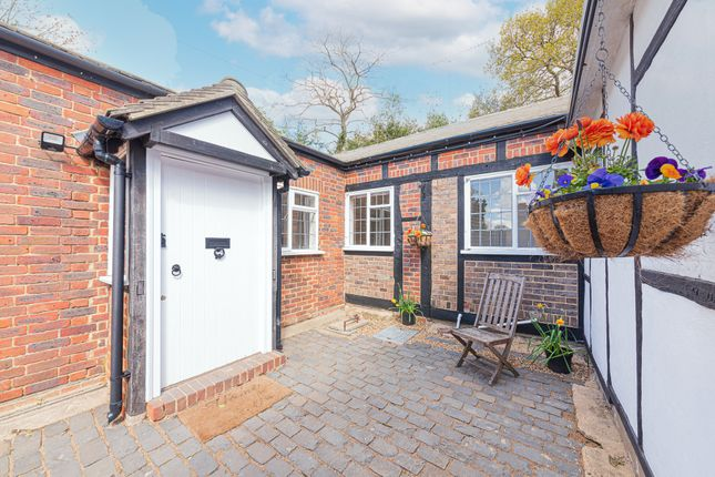 3 bed detached bungalow to rent in Valley End, Chobham, Woking GU24