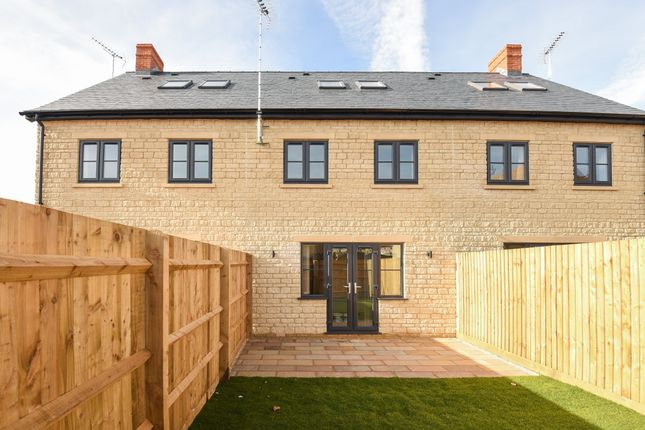 Thumbnail Terraced house to rent in Grovelands, Hailey Road, Witney