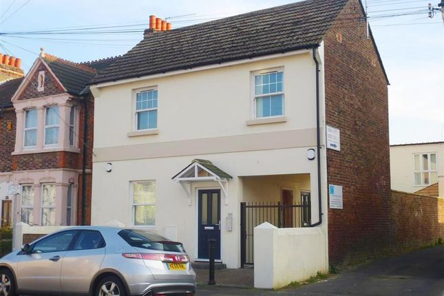 Thumbnail Flat to rent in Tarring Road, Broadwater, Worthing
