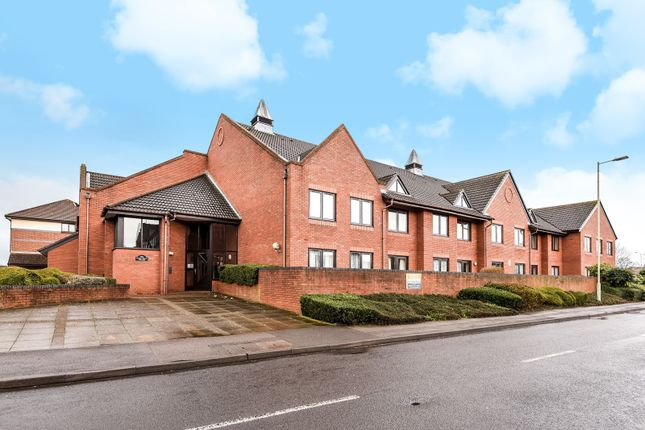 Thumbnail Flat for sale in Magnolia Court, Headley Road, Woodley, Reading