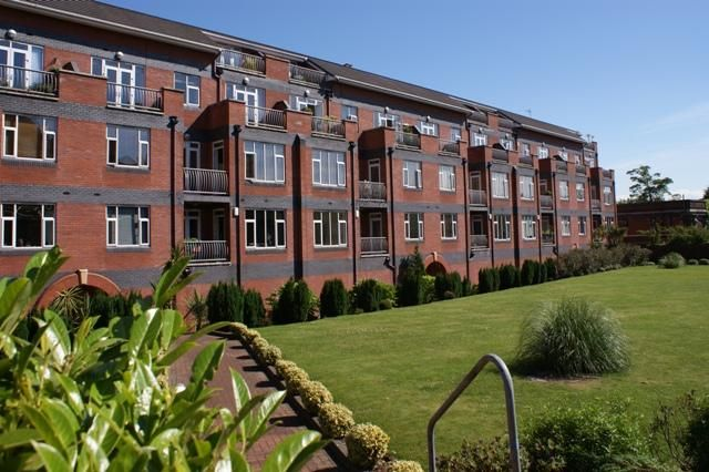 2 bed flat to rent in 203 Mossley Hill Drive, Aigburth, Liverpool