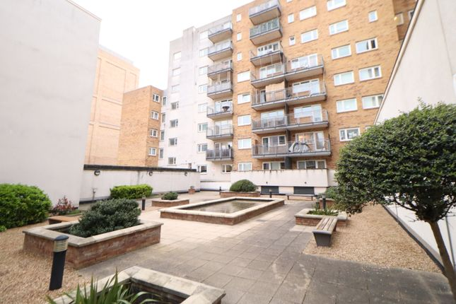2 bed flat to rent in Singapore Road, Ealing W13