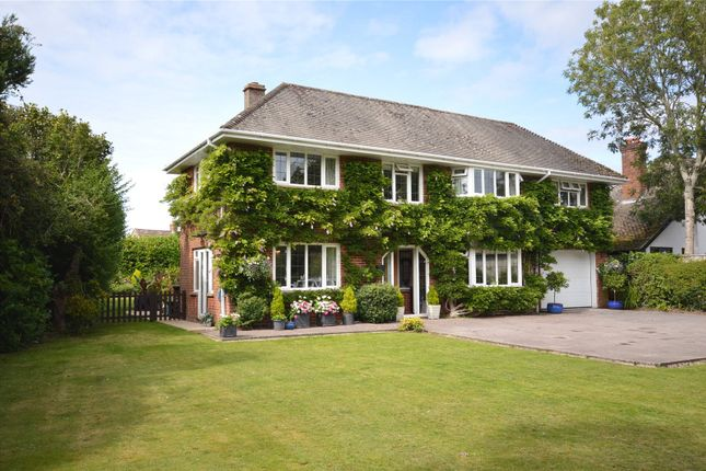 Thumbnail Country house for sale in Milford Road, Lymington