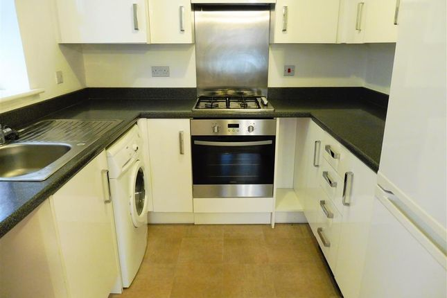 Thumbnail Flat to rent in Hathersage Close, Grantham