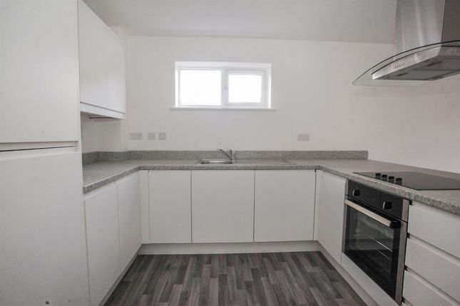 Thumbnail Flat for sale in Marsh Road, Leagrave, Luton