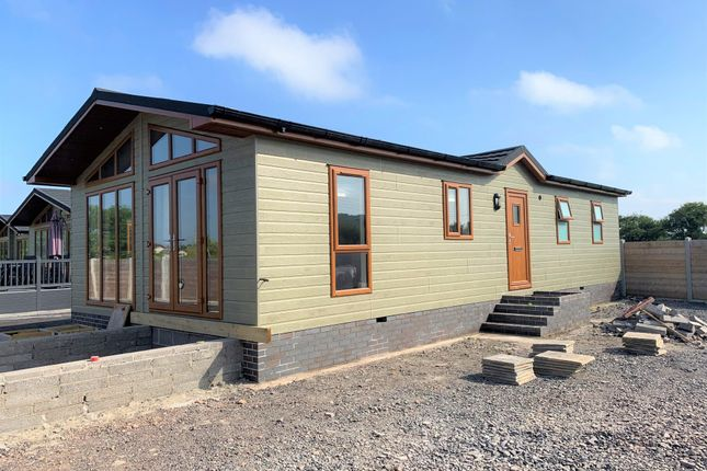Thumbnail Mobile/park home for sale in Lower Norton Lane, Kewstoke, Weston-Super-Mare