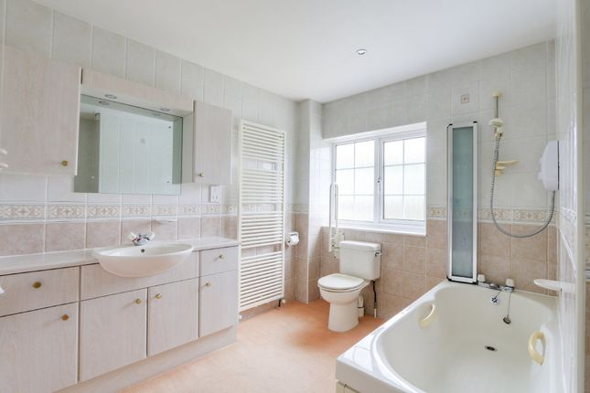 Family Bathroom of Parkelands, Bovey Tracey, Newton Abbot TQ13