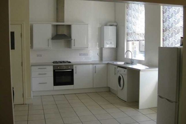 Thumbnail Studio to rent in Portland Road, South Norwood, London