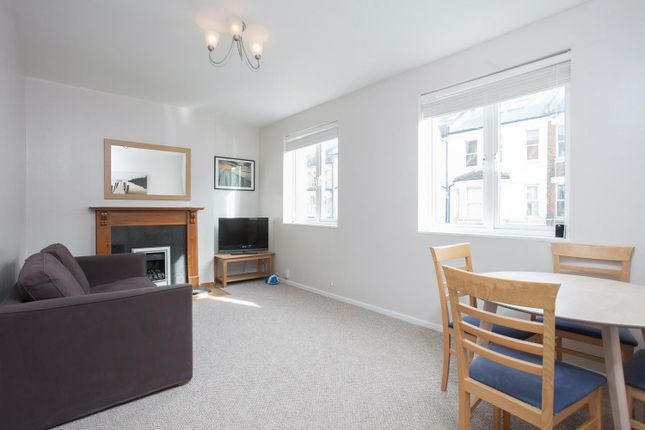 2 bed flat to rent in Strathblaine Road, Battersea SW11