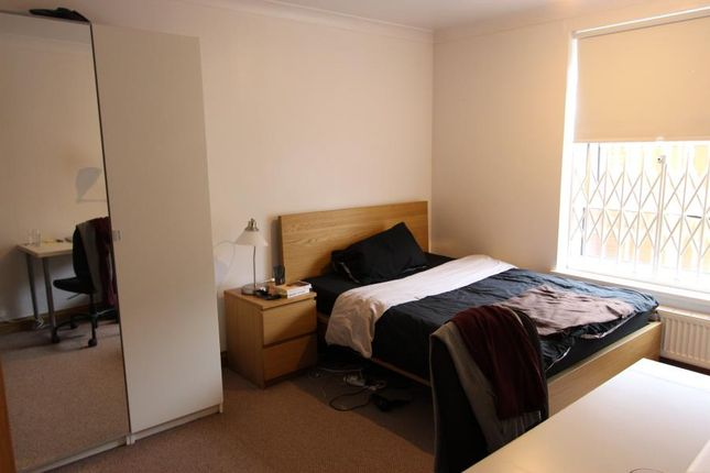 Thumbnail Shared accommodation to rent in Cahir Street, London