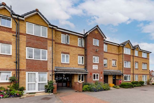1 bed property for sale in High Street, Cheshunt, Waltham Cross EN8