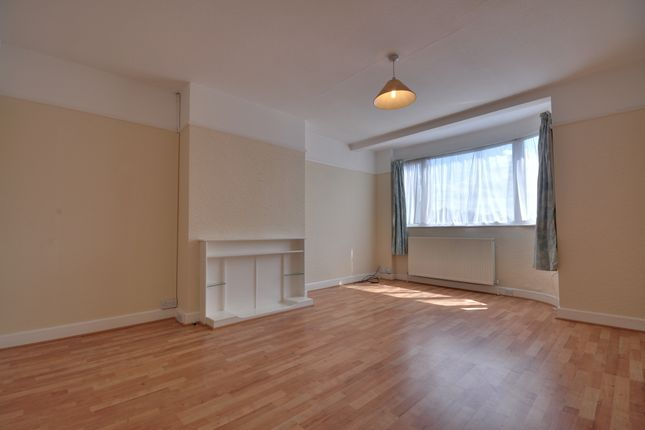 Thumbnail Maisonette to rent in Holwell Place, Pinner