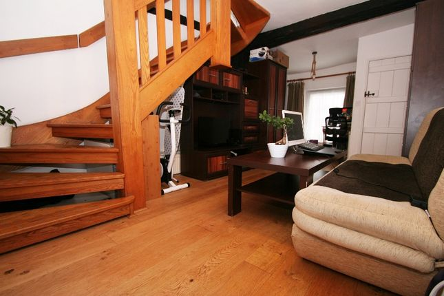 2 bed terraced house to rent in High Street, Wallingford