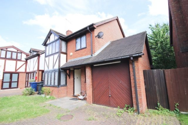 Thumbnail Detached house to rent in Groveside Close, West Acton, London