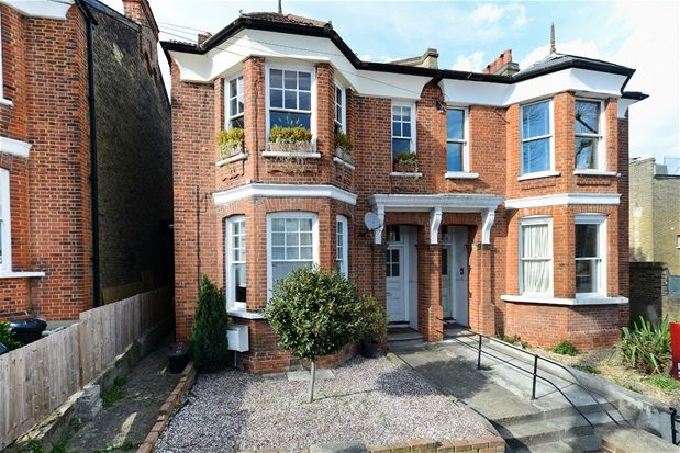 Thumbnail Flat for sale in Thornlaw Road, London