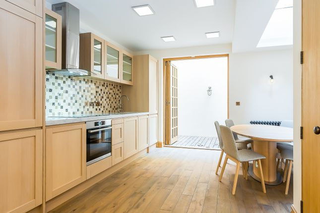 Thumbnail Town house to rent in Romney Street, London