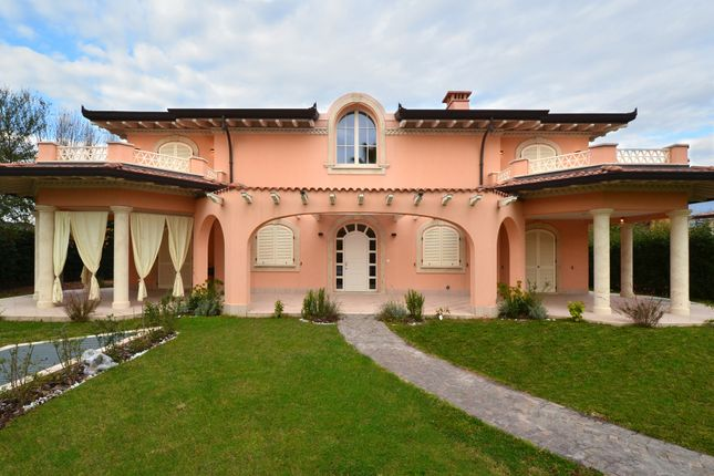 6 bed villa for sale in Forte Dei Marmi, Tuscany, Italy