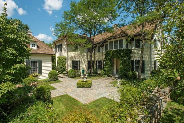 Thumbnail Property for sale in 445 Round Hill Road, Greenwich, Ct, 06831
