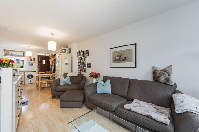 Thumbnail Flat to rent in Redvers Street, Hoxton/ Shoreditch