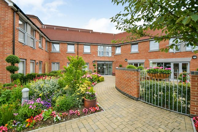 Thumbnail Flat for sale in Lady Lane, Blunsdon, Swindon