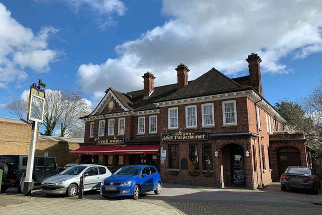 Thumbnail Pub/bar to let in Hanworth Road, Hounslow