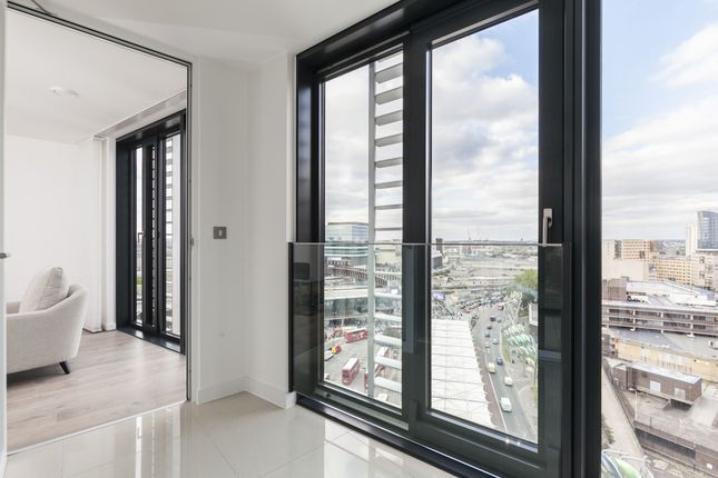 Thumbnail Flat to rent in Unex Tower, Stratford, London