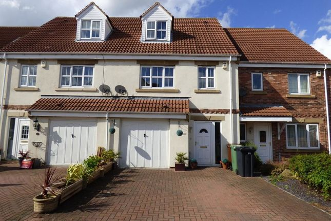 Thumbnail Property to rent in Brinsmead Court, Rothwell, Leeds