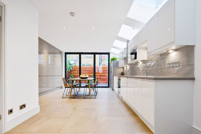 Thumbnail Terraced house to rent in Holyport Road, London