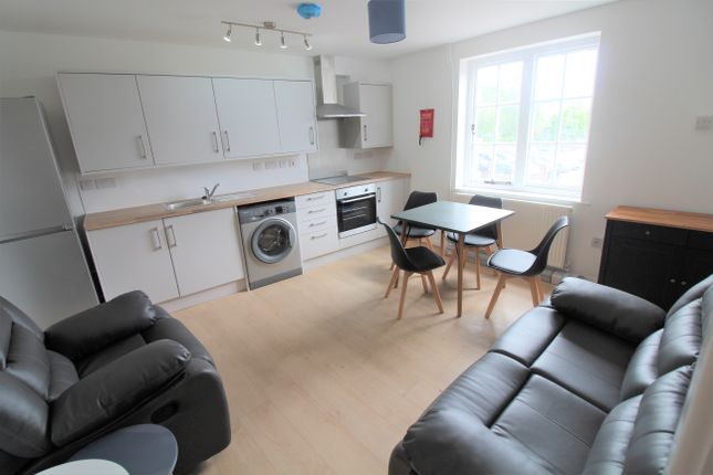 Thumbnail Flat to rent in Lincoln Road, Peterborough
