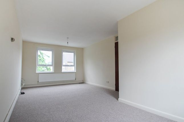 Thumbnail Flat to rent in Coggeshall Close, Cambridge