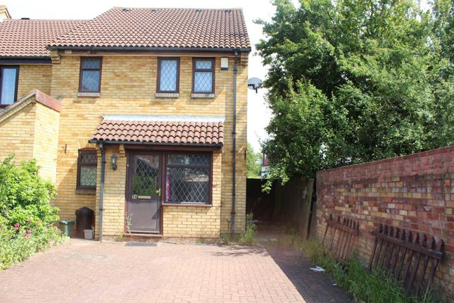 Thumbnail Flat to rent in Badgers Close, Hayes
