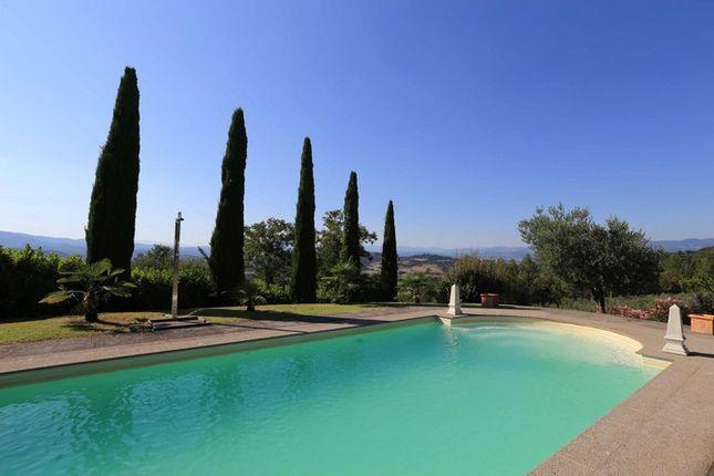 Pool And View of Casaccia, Monte Santa Maria di Tiberina, Umbria