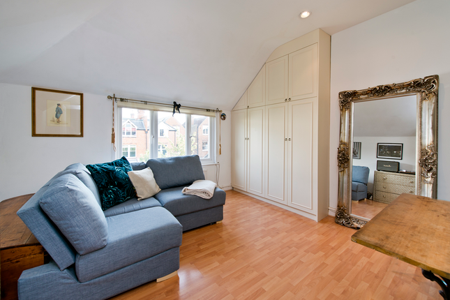 1 bed flat for sale in Park Avenue, Willesden