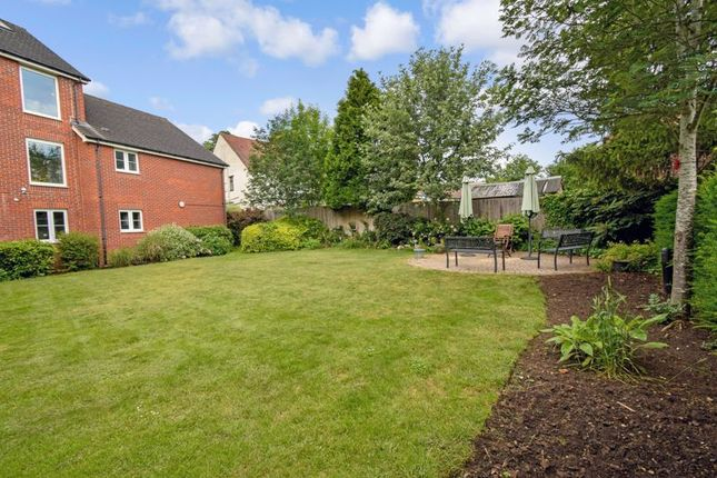 Thumbnail Flat for sale in Pheasant Court, Watford