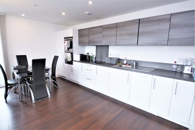 3 bed flat to rent in Jefferson Plaza, London